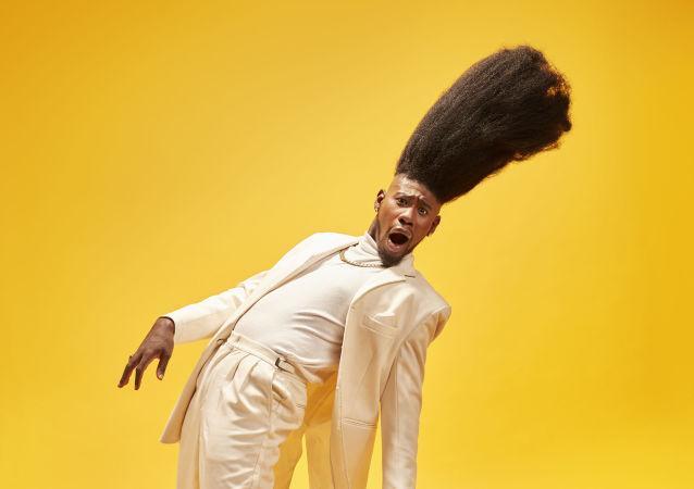 En yüksek saç modeli sahibi Benny Harlem