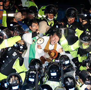 Güney Kore'de ABD THAAD'larının konuşlandırılması protesto edildi