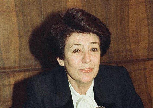 Türkiye'nin ilk kadın bakanı Türkan Akyol