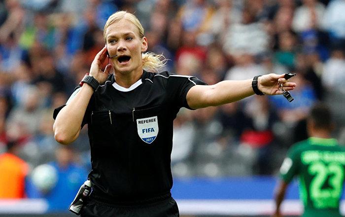 Bundesliga'da bir ilk: Kadın hakem Steinhaus maç yönetti