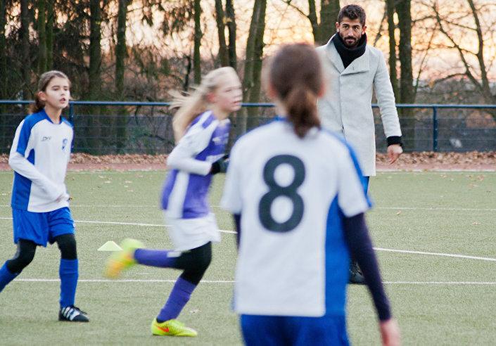 Kulübü Fortuna Düsseldorf da Demirbay'a kadınlar maçında hakemlik yaptırmıştı.