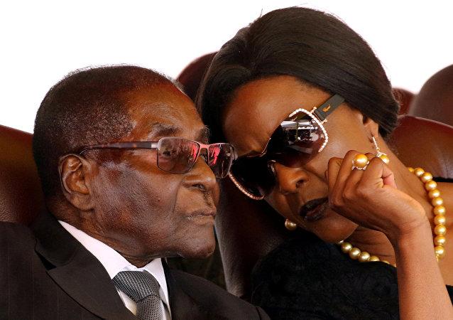 Zimbabwe Devlet Başkanı Robert Mugabe ve eşi Grace Mugabe