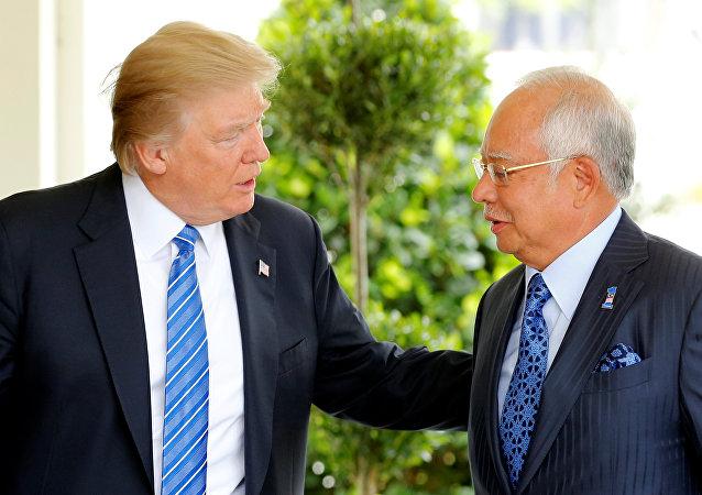 ABD Başkanı Donald Trump, Malezya Başbakanı Necip Rezak