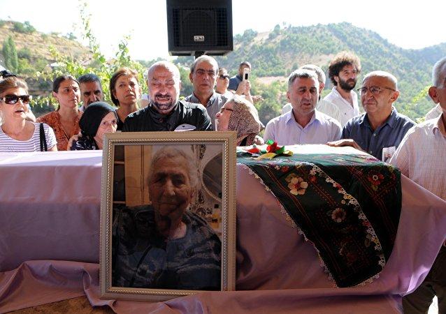Aysel Tuğluk, annesinin cenazesine katılamadı