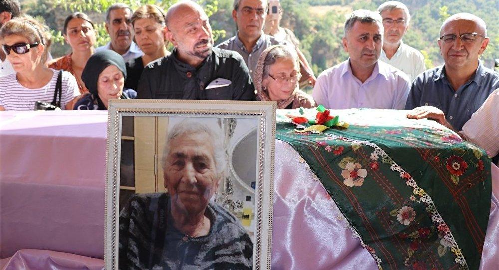 Aysel Tuğluk'un vefat eden annesi Hatun Tuğluk'un cenazesi