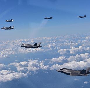 ABD'ye ait F35-B ve Güney Kore'ye ait F-15K savaş uçakları