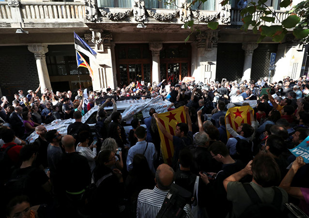 İspanyol jandarması Katalan hükümetine ait binalarda arama yaptı