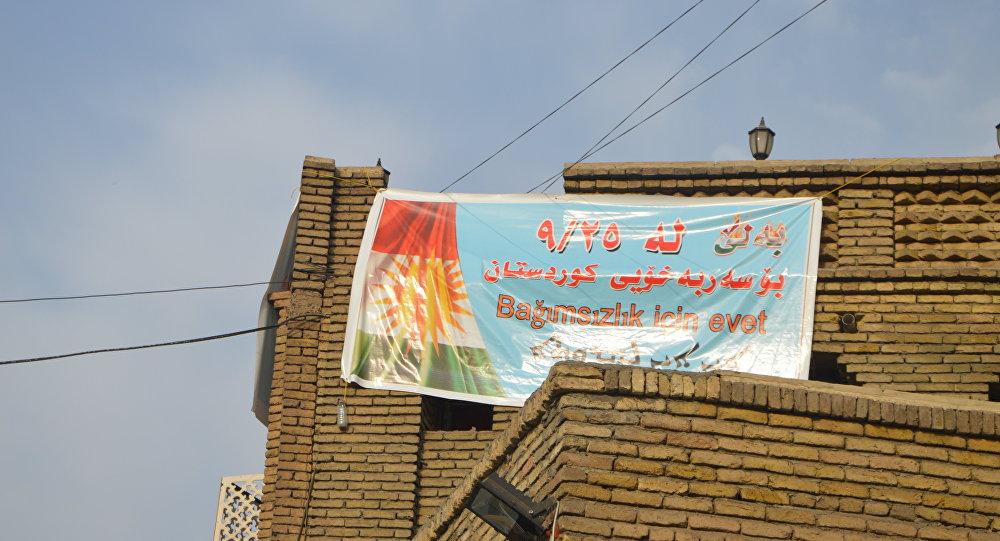 Erbil'de bağımsızlık referandumu için asılan bir afiş