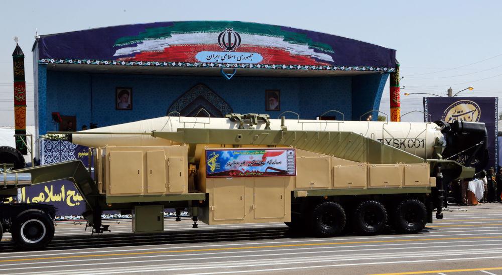 İran'ın yeni uzun menzilli balistik füze Khoramshahr