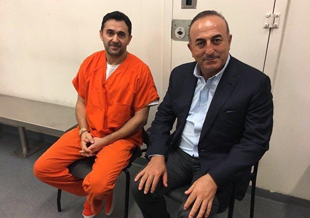 Dışişleri Bakanı Mevlüt Çavuşoğlu, Washington'da tutuklu 2 Türk'ü ziyaret etti