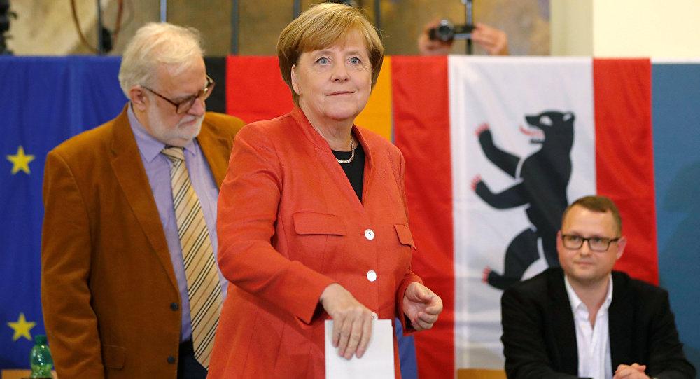 Almanya Başbakanı Angela Merkel oyunu kullandı.