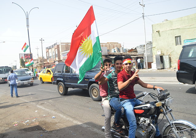Bağımsızlık referandumunda oyunu kullanan insanlar kutlamalara başladı. Erbil ve Kerkük'te ellerine IKBY bayrağını alan Kürtler, araçlarla şehir turu yapıyorlar.