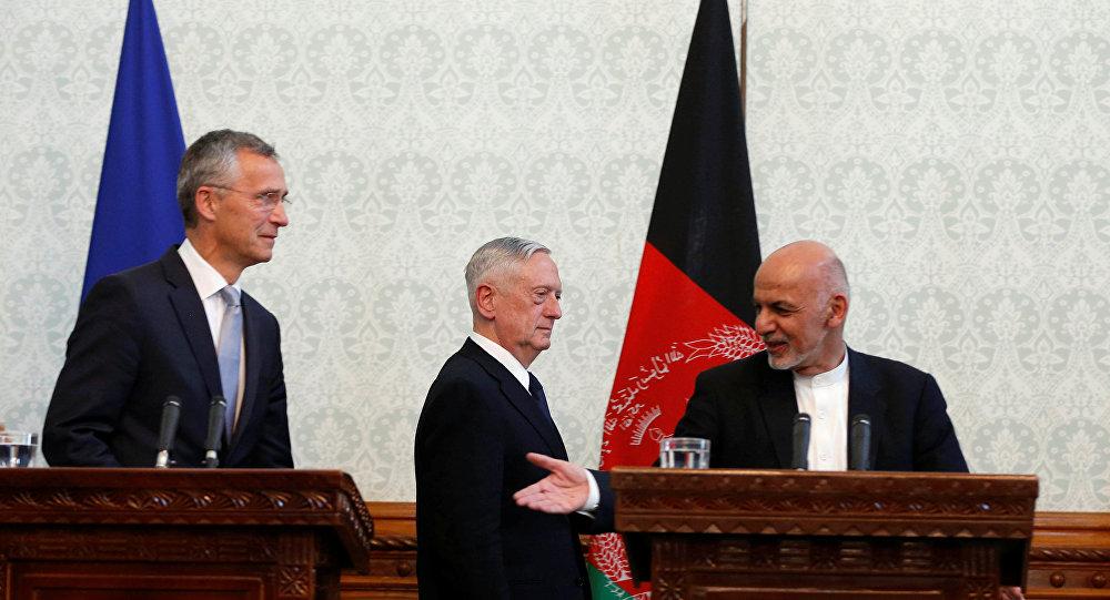 ABD Savunma Bakanı James Mattis, NATO Genel Sekreteri Jens Stoltenberg, Afganistan Devlet Başkanı Eşref Gani