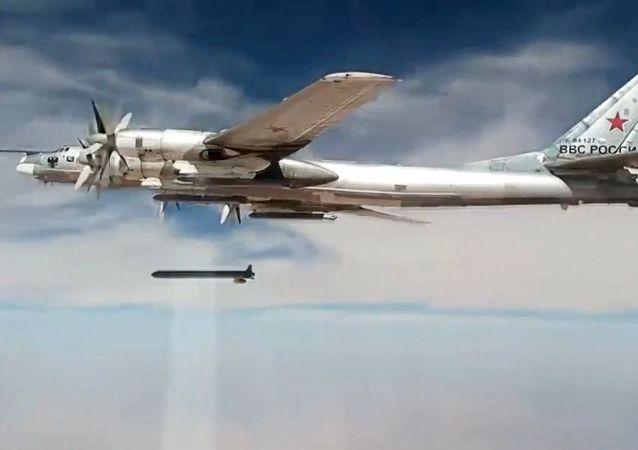 Tu-95 stratejik bombardıman uçakları, Suriye'deki IŞİD hedeflerini vurdu