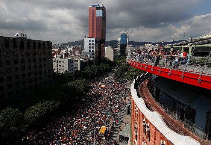 Barcelona'da öğrenciler bağımsızlık referandumuna destek için yürüyüş yaptı
