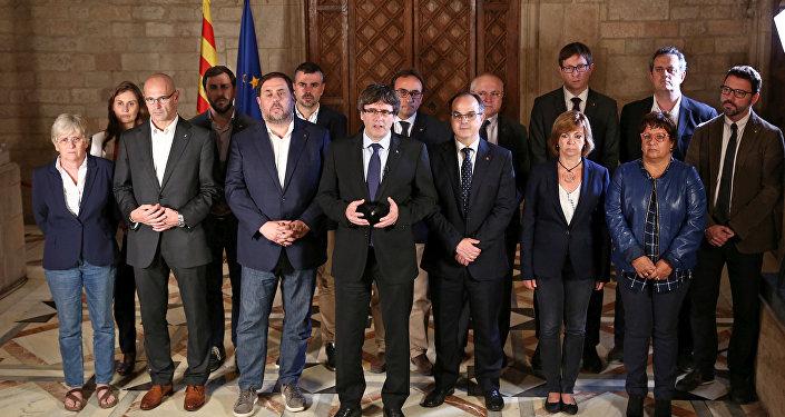 Kataonya Özerk Yönetimi Başkanı Carles Puigdemont ve hükümet üyeleri