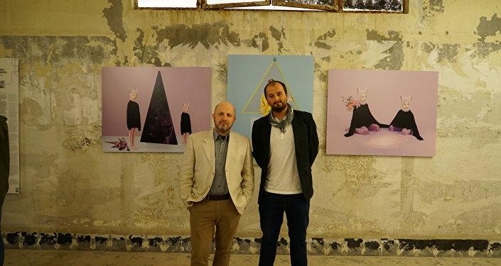 Fotoğrafçı Vladimir Pesnya ve Alejandro Martinez Velez Andrey Stenin yarışmasında ödül alanlar dahil dünyaca ünlü fotoğrafçıları ve seçkin eserlerini bir araya getiren Fotoİstanbul'da