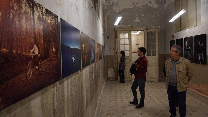 Fotoistanbul sergisi, İstanbul Beşiktaş'ta, sokak, meydan ve binadan, oluşan 12 noktada izleyiciyle buluşuyor.