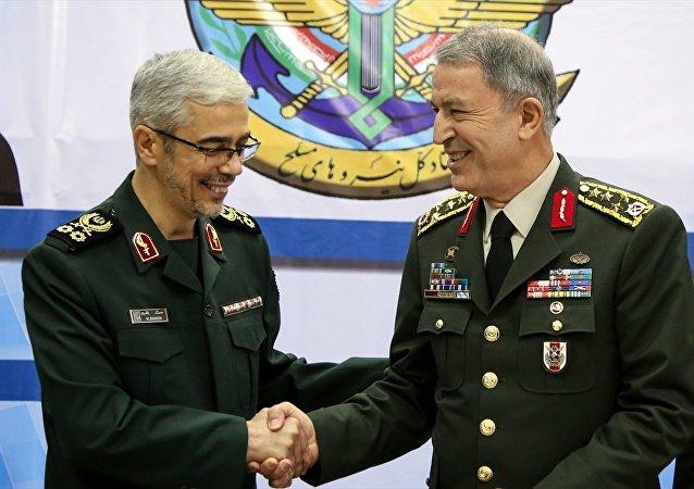 Genelkurmay Başkanı Orgeneral Hulusi Akar, İranlı mevkidaşı Tuğgeneral Muhammed Bakiri