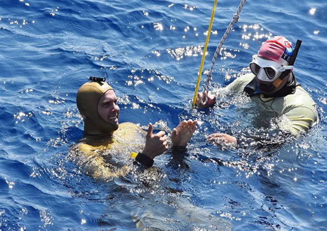Antalya'da Rus sporcu Alexey Molchanov serbest dalış rekoru kırdı
