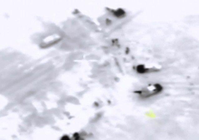 Rus Hava Kuvvetleri'nin Fetih el Şam mevzilerini vurma görüntüleri