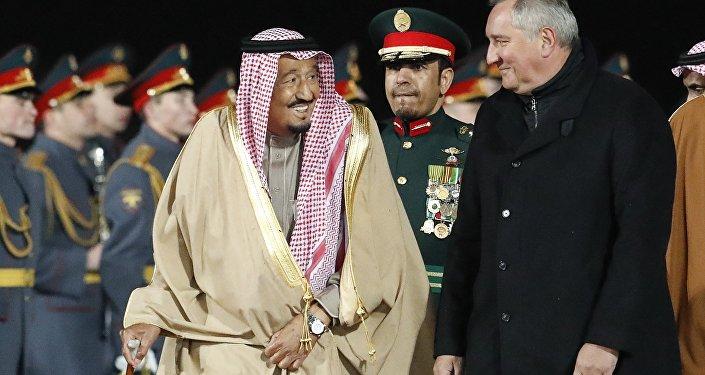 Suudi Arabistan Kralı Selman bin Abdülaziz, Rusya Dışişleri Bakan Yardımcısı Mihail Bogdanov ve Başbakan Yardımcısı Dmitriy Rogozin