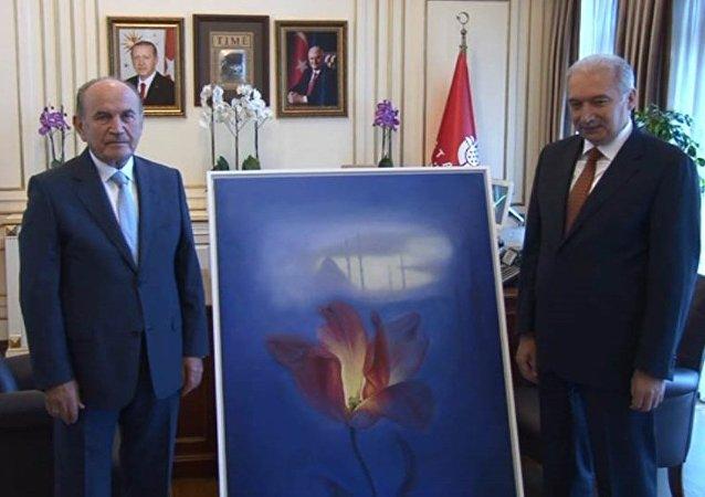 Eski ve yeni İstanbul belediye başkanları Kadir Topbaş -  Mevlüt Uysal