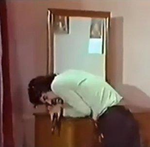Gelmiş geçmiş en kötü ölüm sahnesi 'Karateci Kız' filminden - VİDEO