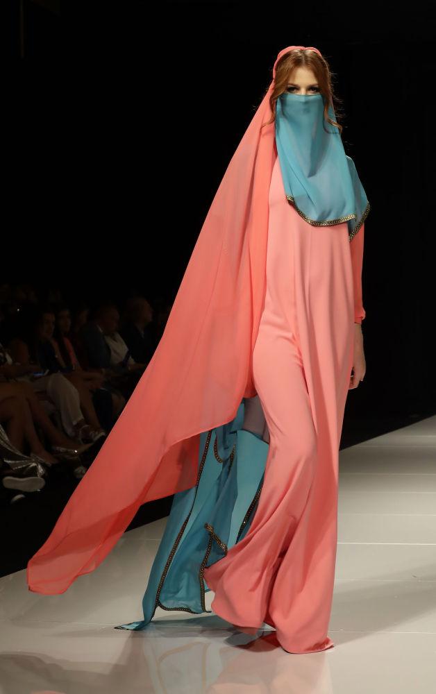 Beyrut'ta Suriyeli moda tasarımcısının defilesi