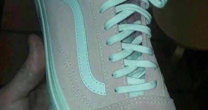 Bu spor ayakkabının rengi sosyal medyayı karıştırdı