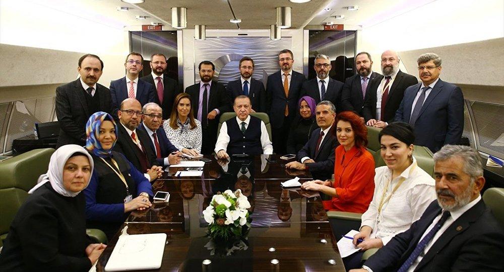 Cumhurbaşkanı Recep Tayyip Erdoğan, Sırbistan dönüşünde uçaktaki gazetecilerle