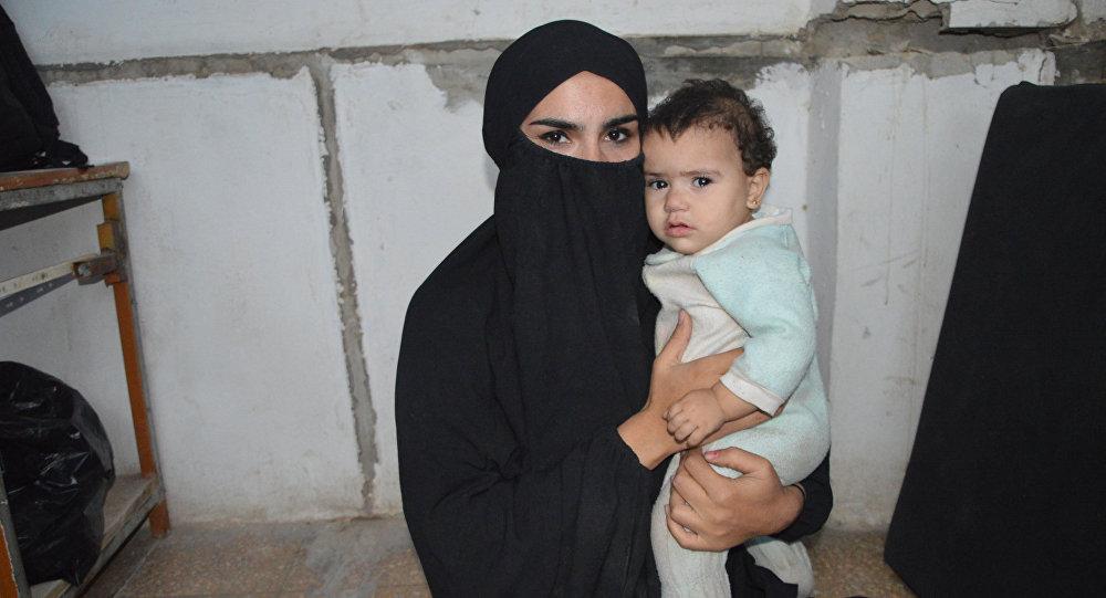 IŞİD'li militan eşi: Eşimi insan kesme videolarıyla kandırdılar
