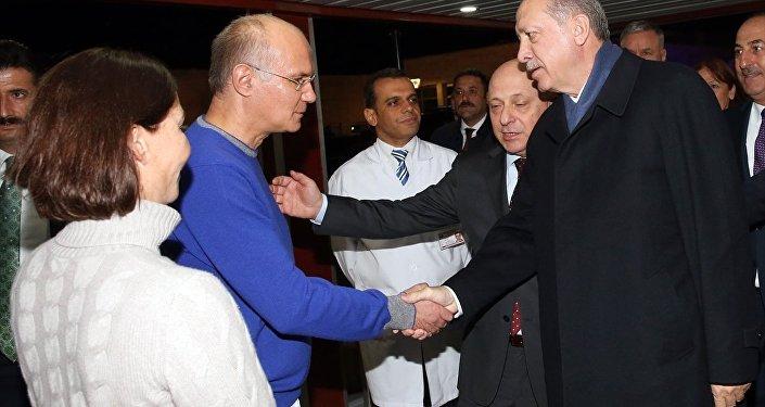 Cumhurbaşkanı Erdoğan, yoğun bakımdaki Baykal'ı ziyaret etti