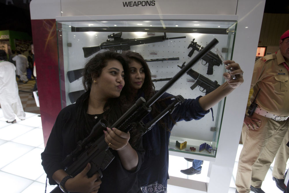 Silahlara kadınlardan ilgi
