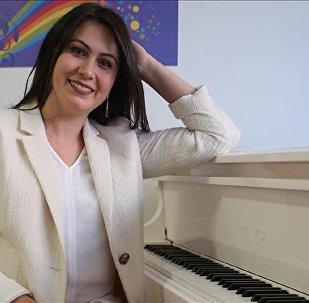 Piyano öğretmeni Elena Çekiç