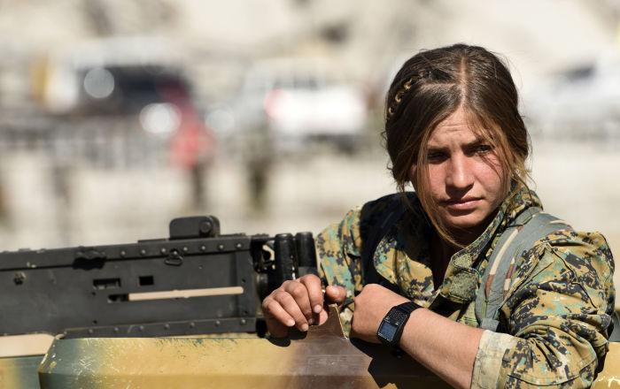 IŞİD'den geri alınan Rakka'da DSG'li kadın savaşçılar