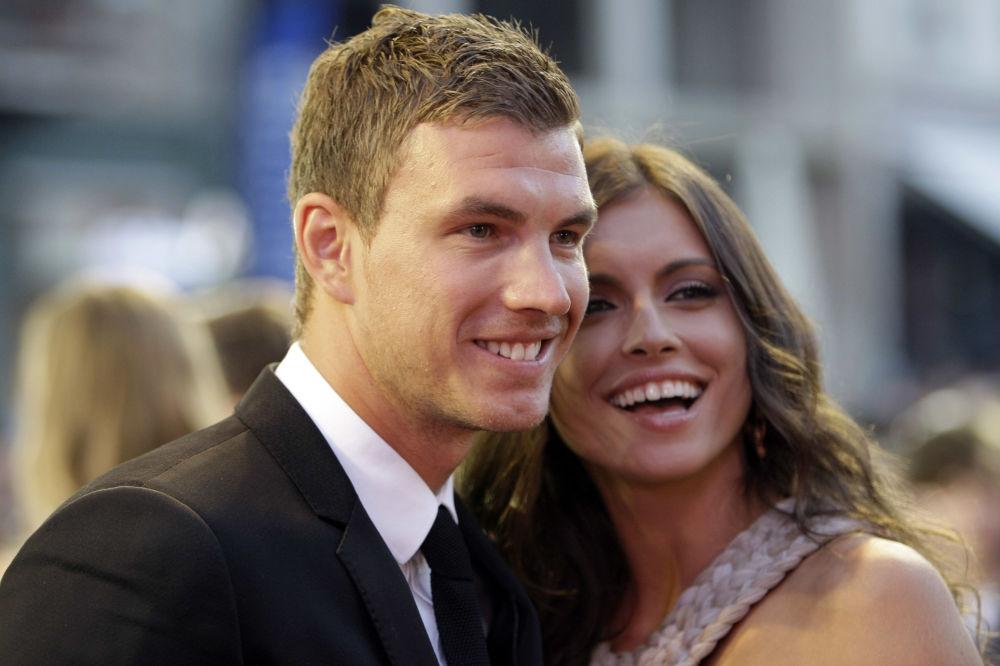 Dünyanın en güzel futbolcu eşleri ve sevgilileri