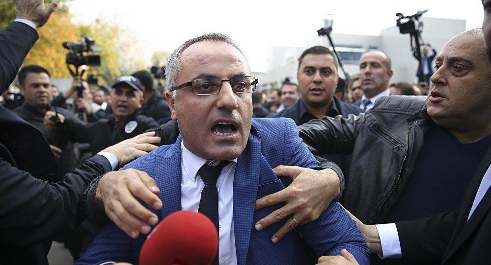 Gökçek taraftarları Akit Tv Ankara Haber Müdürü'ne saldırdı
