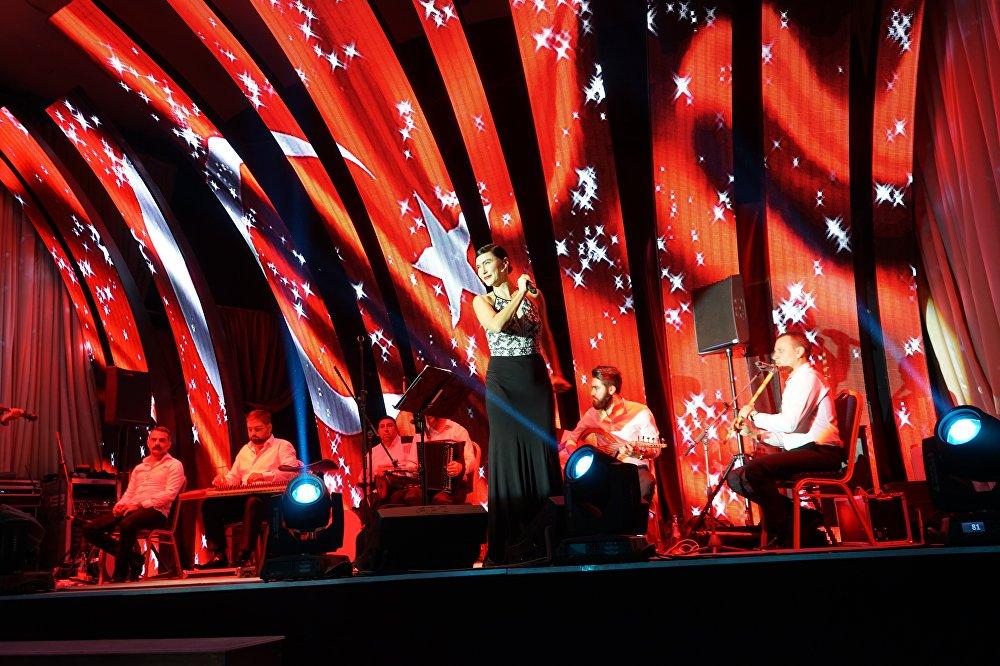 Şevval Sam'dan Moskova'da Türk ve Rus iş adamlarına konser