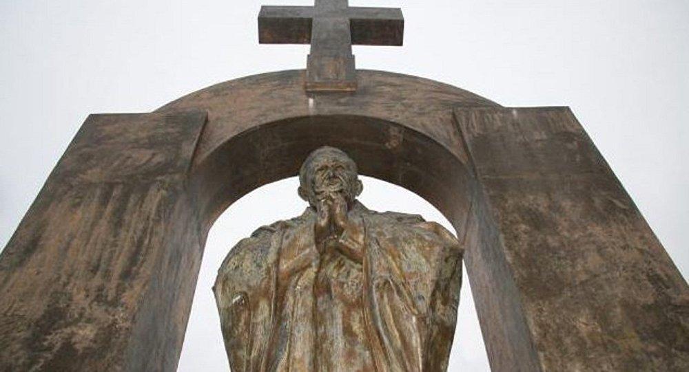 Papa 2. John Paul'un heykeli