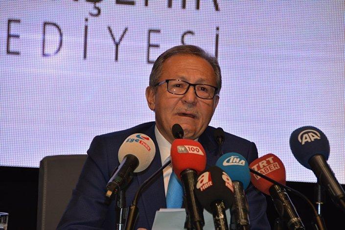 Ahmet Edip Uğur, gözyaşlarıyla Balıkesir Büyükşehir Belediye Başkanlığı görevini bıraktı.