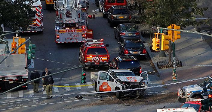 Manhattan'da bir araç yayaların arasına daldı