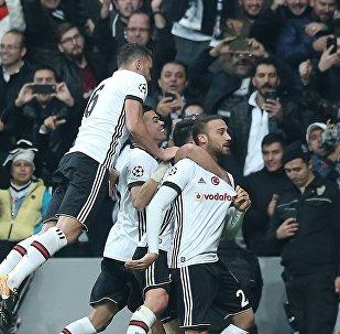 Beşiktaş'ın yükselen yıldızı Cenk Tosun tarihe geçti