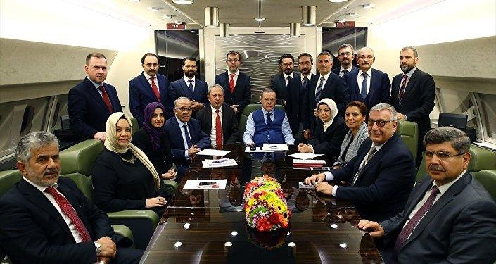 Cumhurbaşkanı Recep Tayyip Erdoğan, Azerbaycan dönüşü uçakta gazetecilerle
