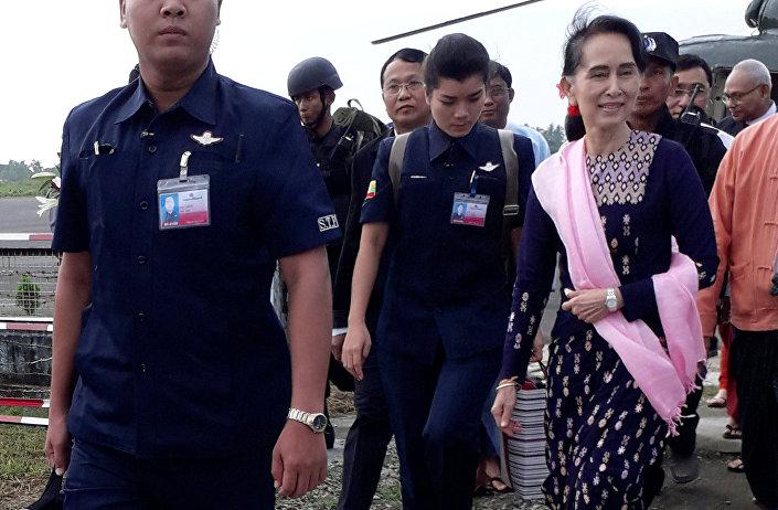 Aung San Suu Kyi Arakan'da