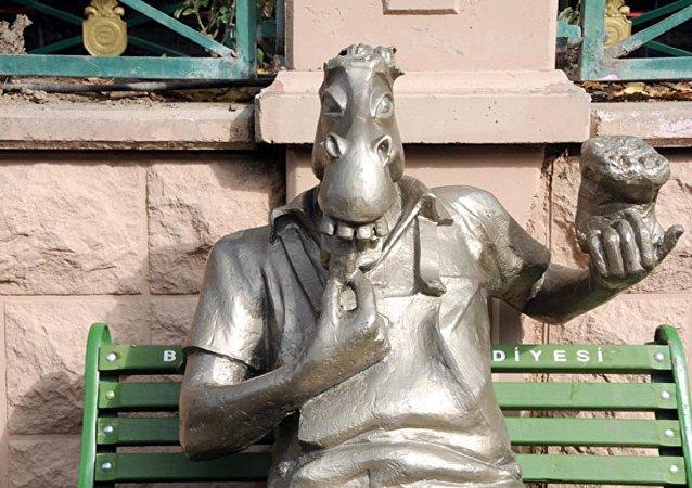 Eskişehir'deki 'Çekirdek Çitleyen Eşek' heykeline saldırı