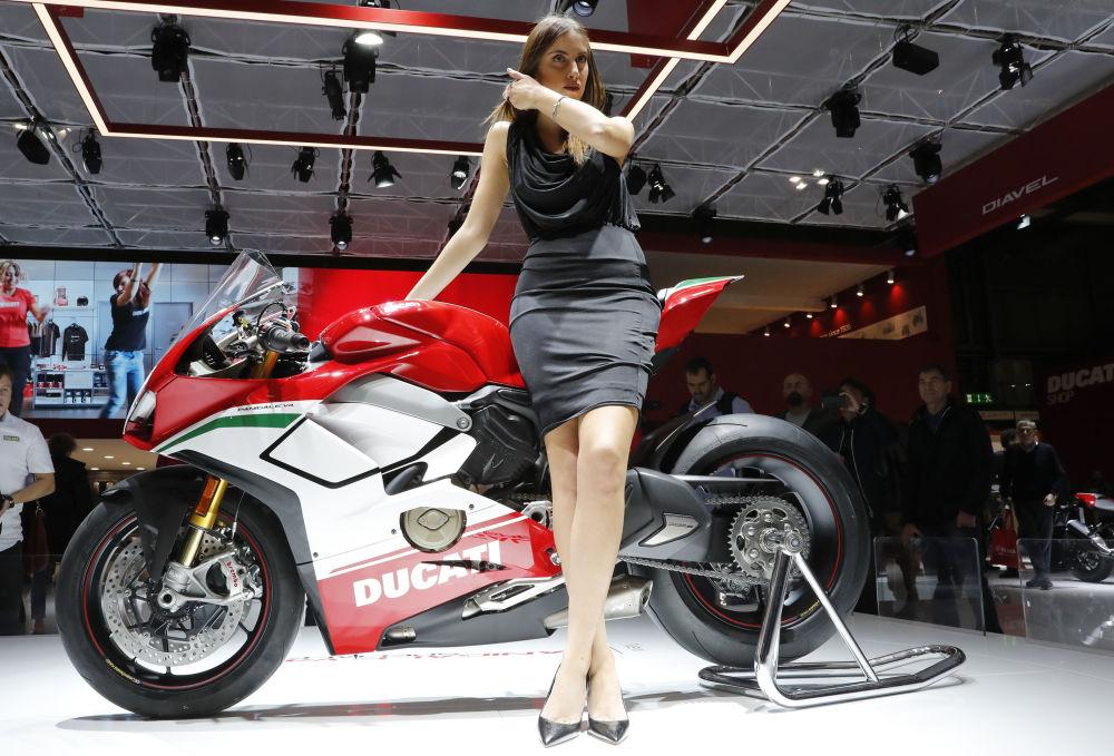 İtalyan Ducati markasının yeni spor motosikleti.