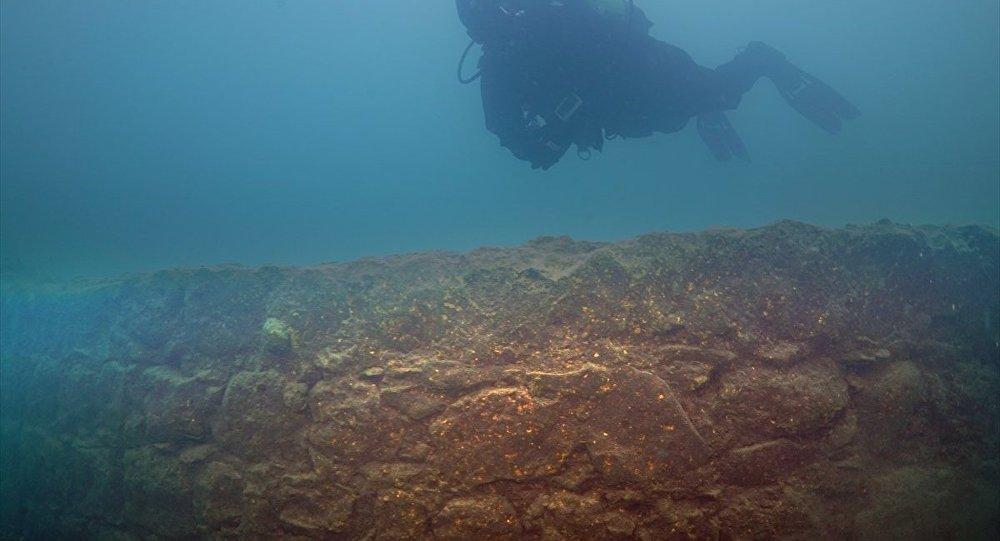 Van Gölü'nde 3 bin yıllık kale bulundu