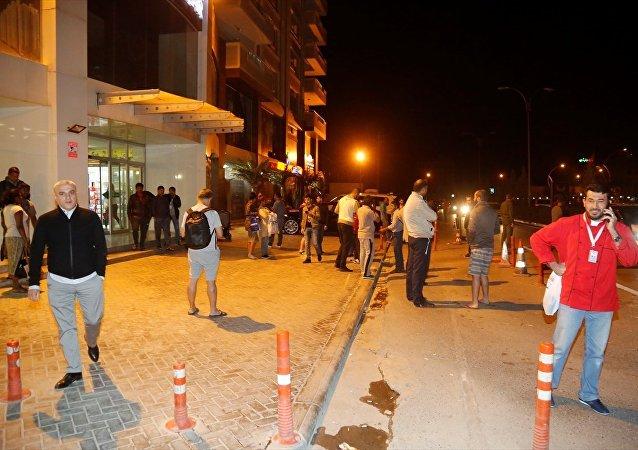 Irak-İran sınırında gerçekleşen deprem nedeniyle Erbil'de insanlar sokağa çıktı