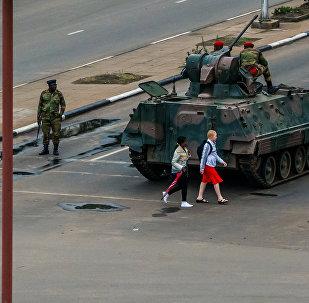 Zimbabve'de ordu yönetimin kontrolünü eline aldı